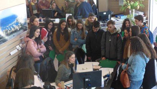 Un grupo de estudiantes conoce las instalaciones de Contasult Asesores