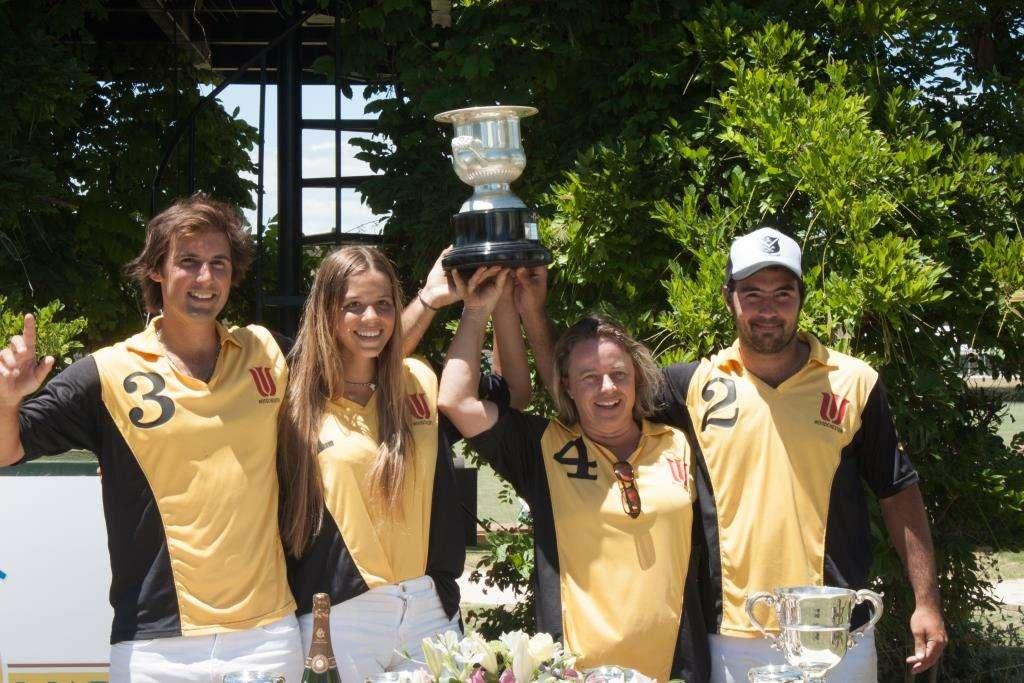 Woodchester recoge el trofeo Memorial Dª María de las Mercedes