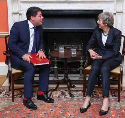 Fabián Picardo y Theresa May.