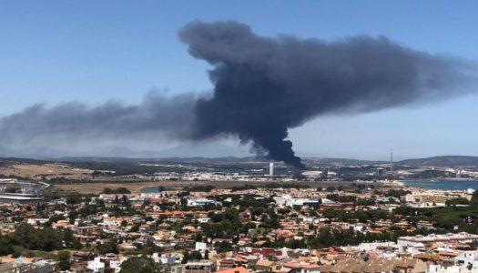 Alarma por un incendio en la bahía industrial de San Roque