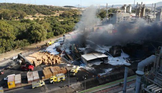 Aparatoso incendio en la planta de Indorama