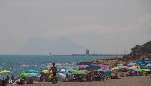 El levante no impide otro magnífico fin de semana de playa