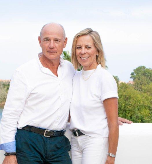 Charles Gubbins y Stephanie Noll, trabajando desde casa para Noll Sotogrande.