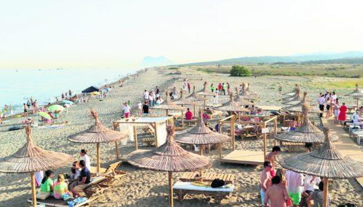 Andalucía apuesta por la apertura progresiva de bares, hoteles y playas