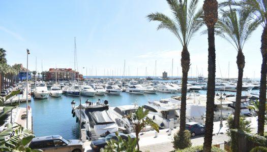 Puerto deportivo, marina y canales al mar en Sotogrande