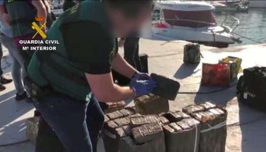 Desarticulada una red que  introducía droga en las costas de Andalucía escondida en veleros