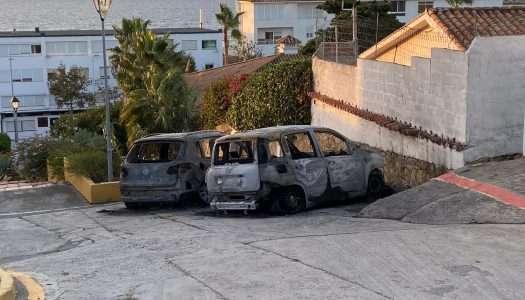 Aparecen dos coches calcinados en Torreguadiaro