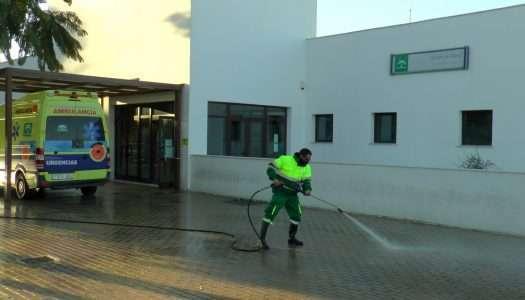 Labores de limpieza y desinfección, en el Centro de Salud de San Enrique